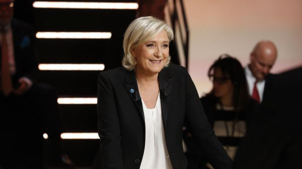 "VIDEO. Présidentielle : Marine Le Pen accuse Emmanuel Macron de ""vide absolu, sidéral"" sur l'international"