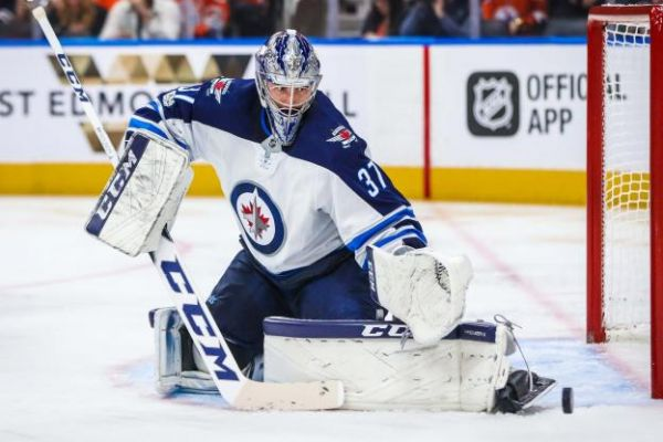 Hockey - NHL - Connor Hellebuyck prolonge aux Winnipeg Jets pour six saisons