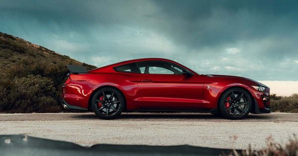Ford Mustang Shelby GT500 : plus de 700 ch !