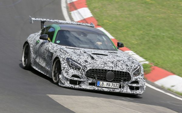 La Mercedes AMG GT Black Series montre ses muscles