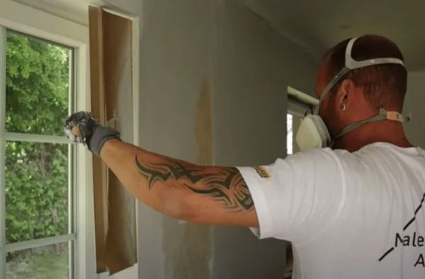 Airless shield in usage with spraying scrapers - Airless Discounter - News for Home Painters