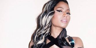 Nicki Minaj topless sur son lit (PHOTOS)
