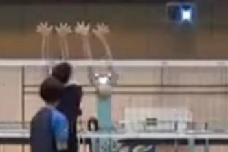 Volley - WTF - Volleyeuses contre robots