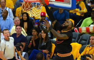 NBA [Dunk of the Night] Quand LeBron James écrabouille Kevin Durant