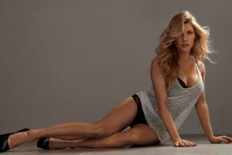 Call of Duty WWII: la sexy Katheryn Winnick (Vikings) va faire tourner la tête des Zombies!