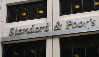 "S&P abaisse la note de la Chine en raison de ""risques financiers"""