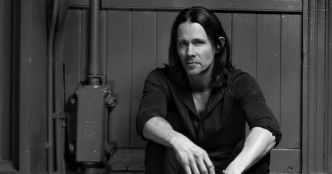 Myles Kennedy (Alter Bridge) : Love Can Only Heal (vidéo paroles)
