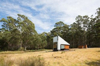 Refuge dans une forêt d'eucalyptus par Maguire and Devine Architects