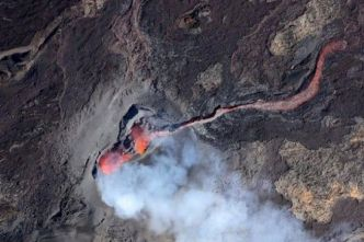 Piton de la Fournaise : l'éruption diminue mais reste belle