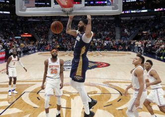 Basket - NBA - Top 10 : le poster d'Anthony Davis, l'énorme contre de «KAT»