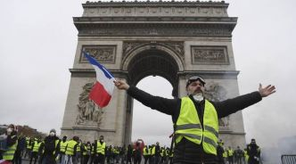 VIDEO. «Gilets jaunes» à Paris: L'arc de Triomphe tagué par les manifestants