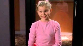 On t'a vue : Chloë Grace Moretz en mannequin en herbe dans Desperate Housewives