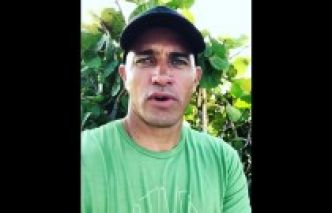 Kelly Slater soutient Miss Tahiti pour Miss France
