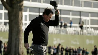 Mickelson et son ego gagnent à Pebble Beach