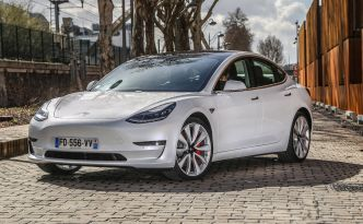 La Tesla Model 3 disponible en propulsion