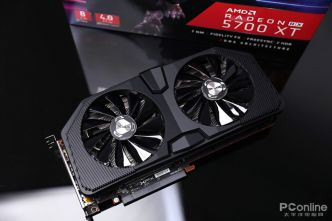 Plein de photos de la carte graphique RX 5700 XT custom de XFX