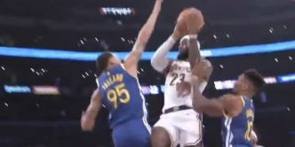 La passe acrobatique incroyable de LeBron James