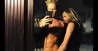 Miley Cyrus pose avec Cody Simpson, la main dans son slip, et affole Instagram