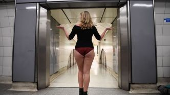 """No pants subway ride"": quand des passagers du métro se promènent en sous-vêtements"