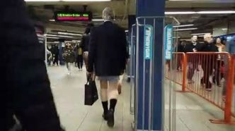 "19ème édition du ""No Pants Subway Ride"" dans le métro de New York"